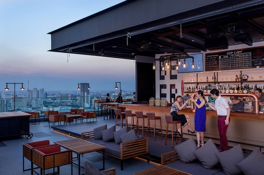 Rooftop bars in Bangkok - Brewski at Radisson Blu