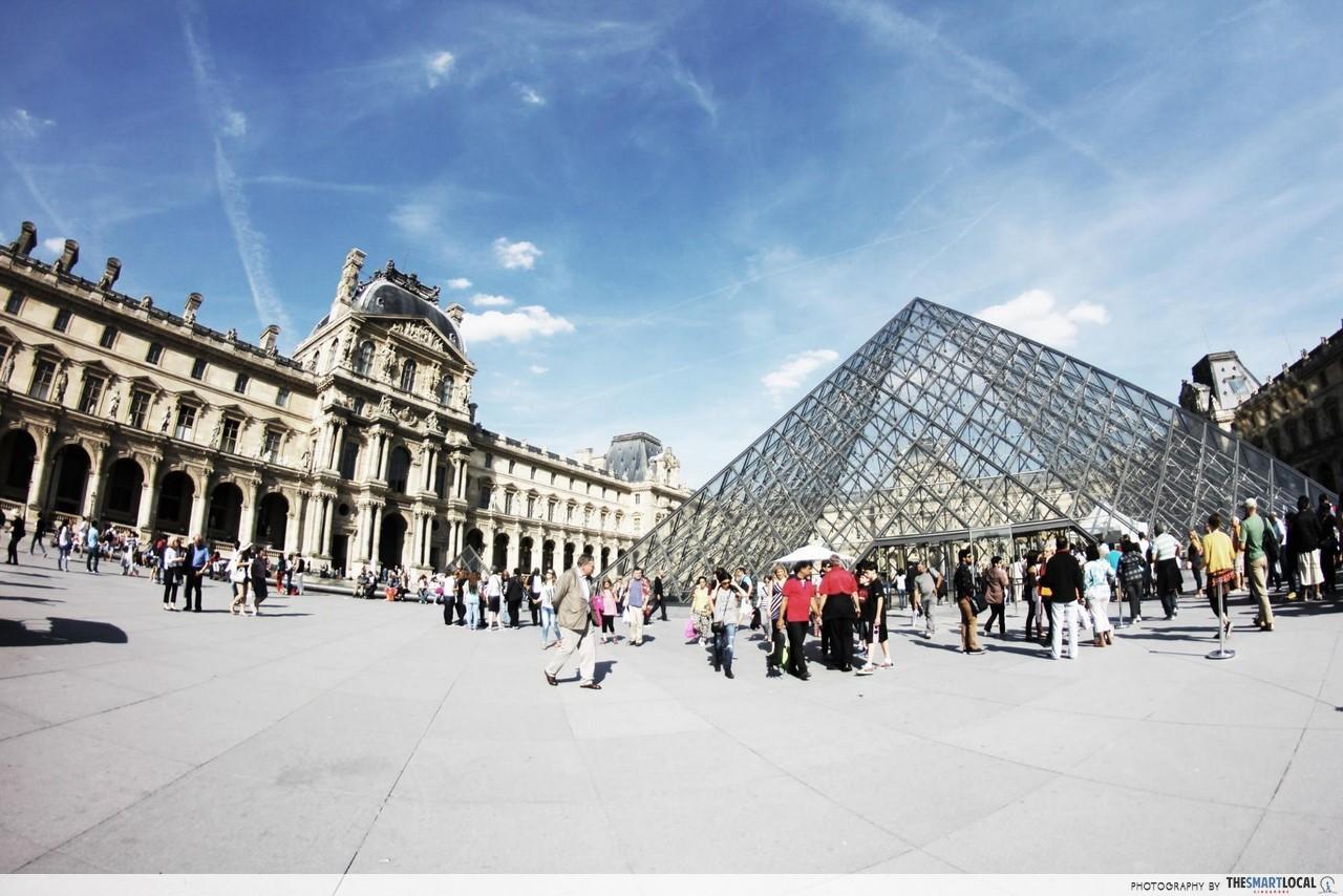 Paris - flight and hotel