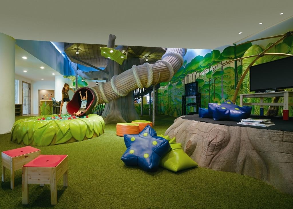 8 Kid-Friendly Hotels For Family Staycations In Singapore - Cartoon