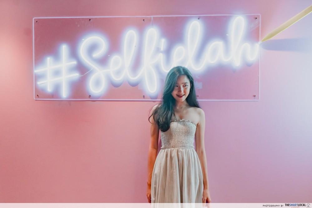 selfie lah wall