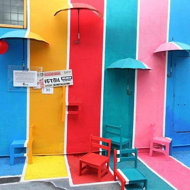 laman seni colourful wall