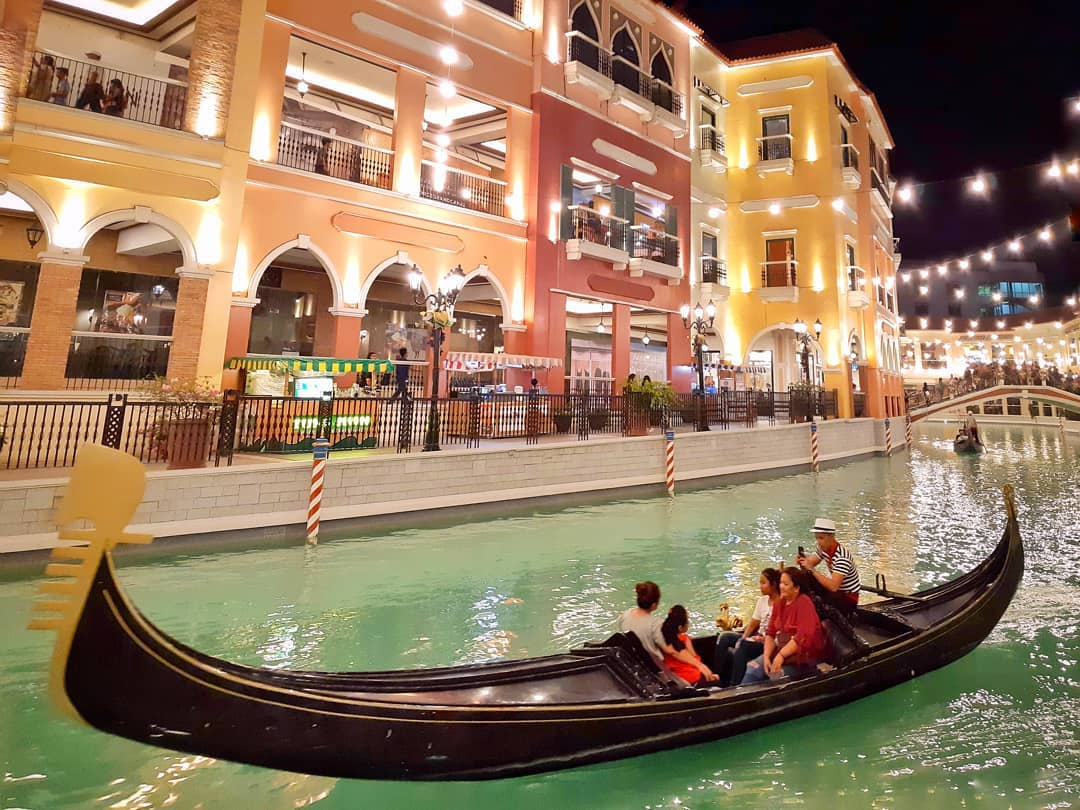 venice grand canal mall gondola ride