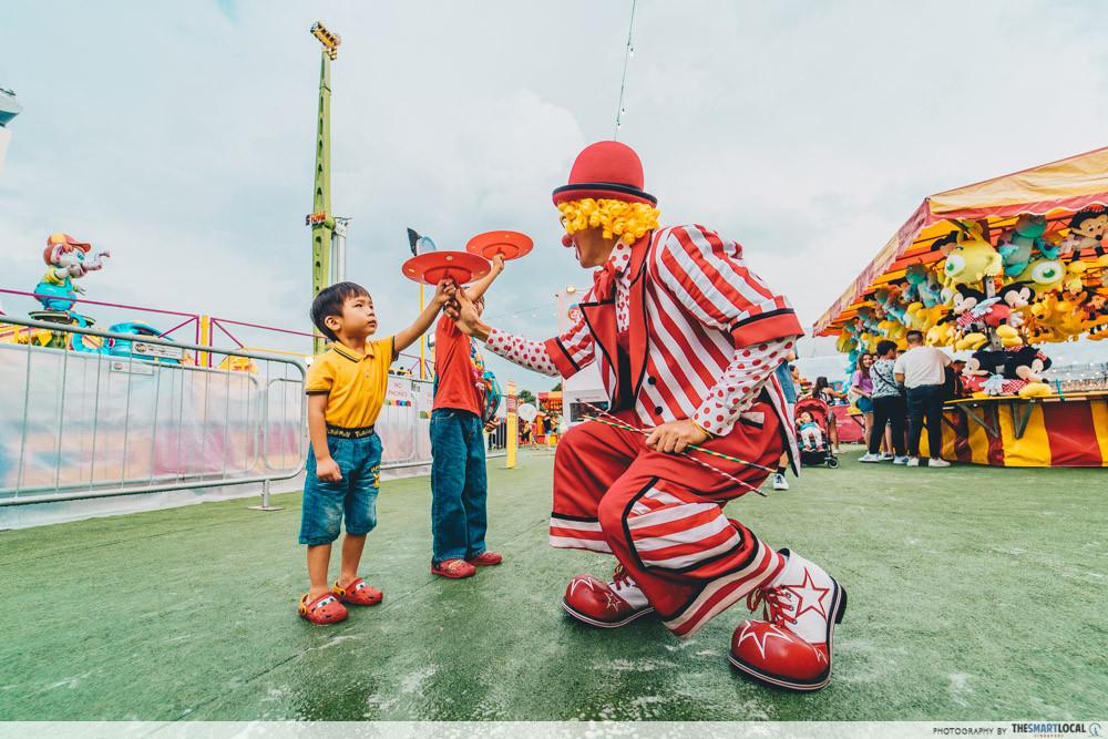 marina bay carnival roving acts