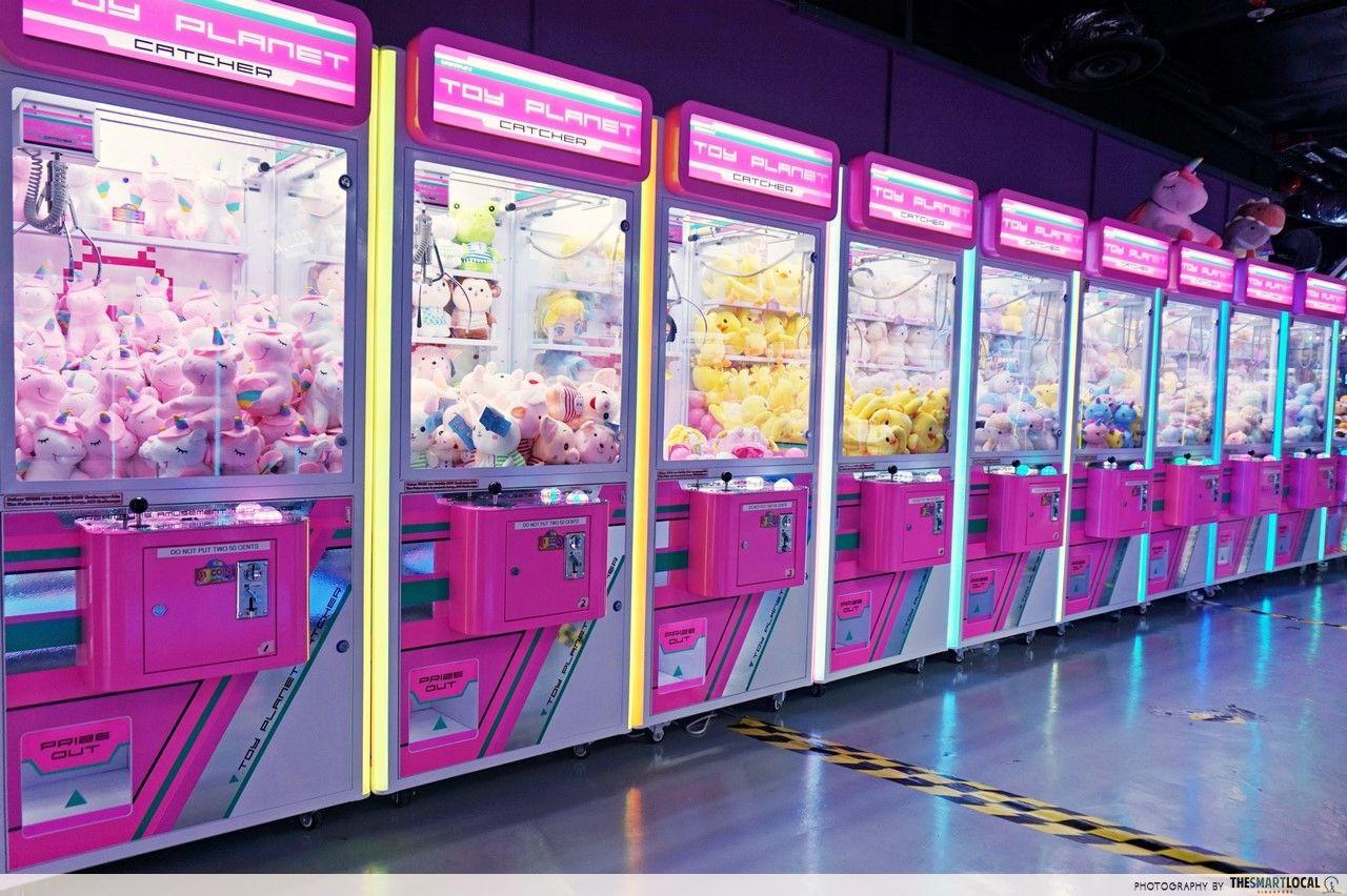 arcade planet claw machine