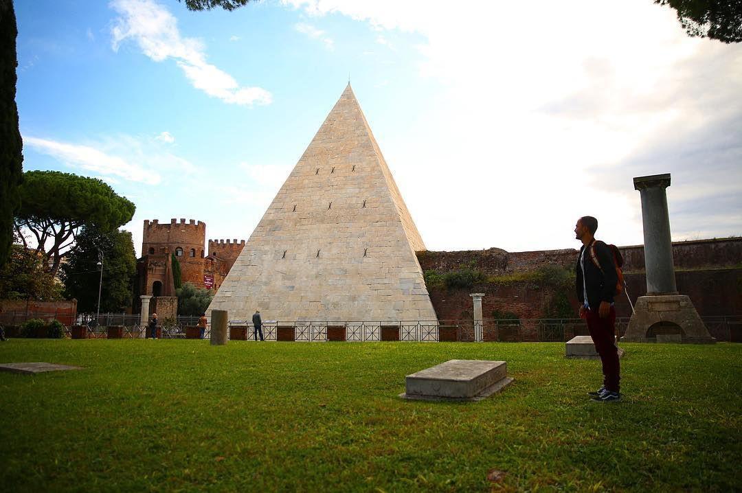 pyramid of caius cestius trastevere rome italy travel