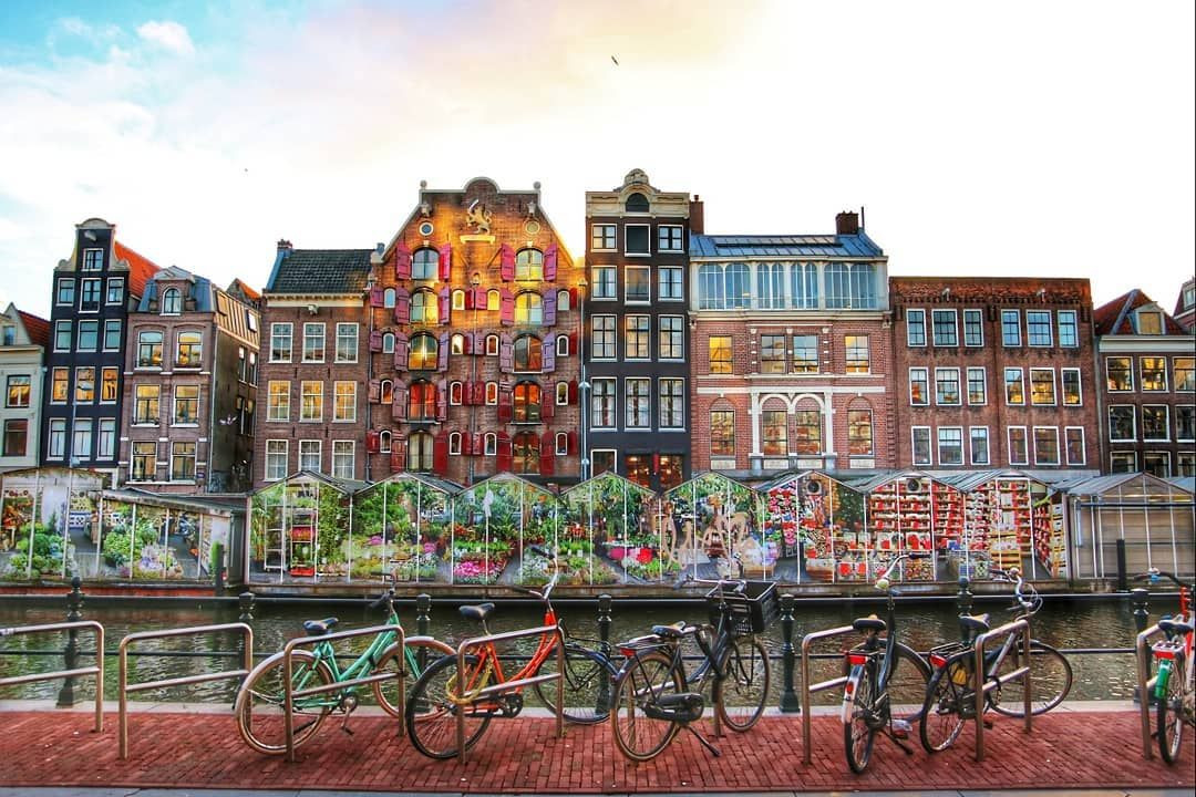 amsterdam bicycle canal famous