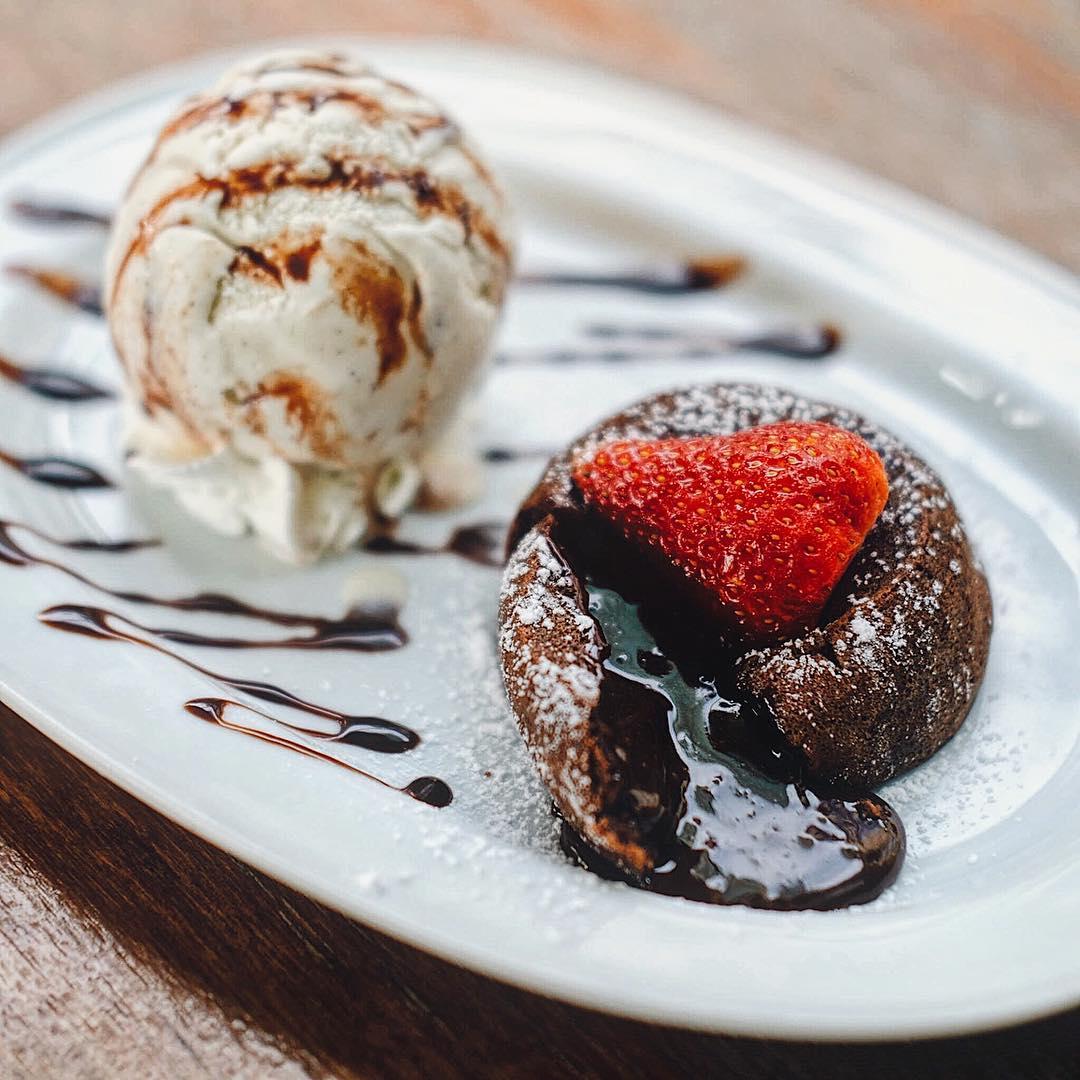 toby's dessert asylum valentine's day dinner set molten lava cake