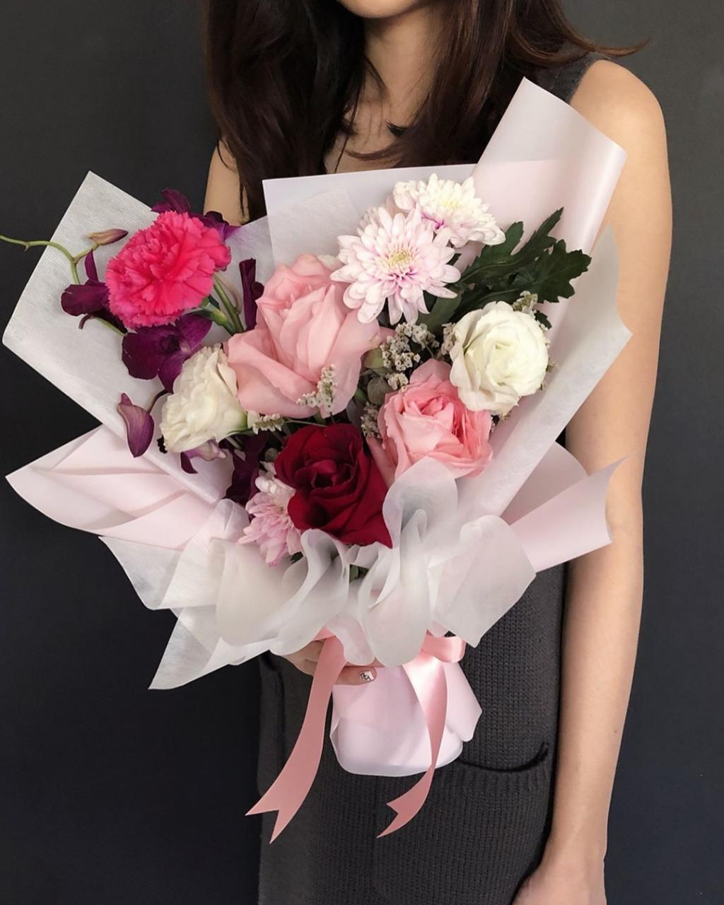 Valentine's Day bouquets under - Fresh roses bouquet
