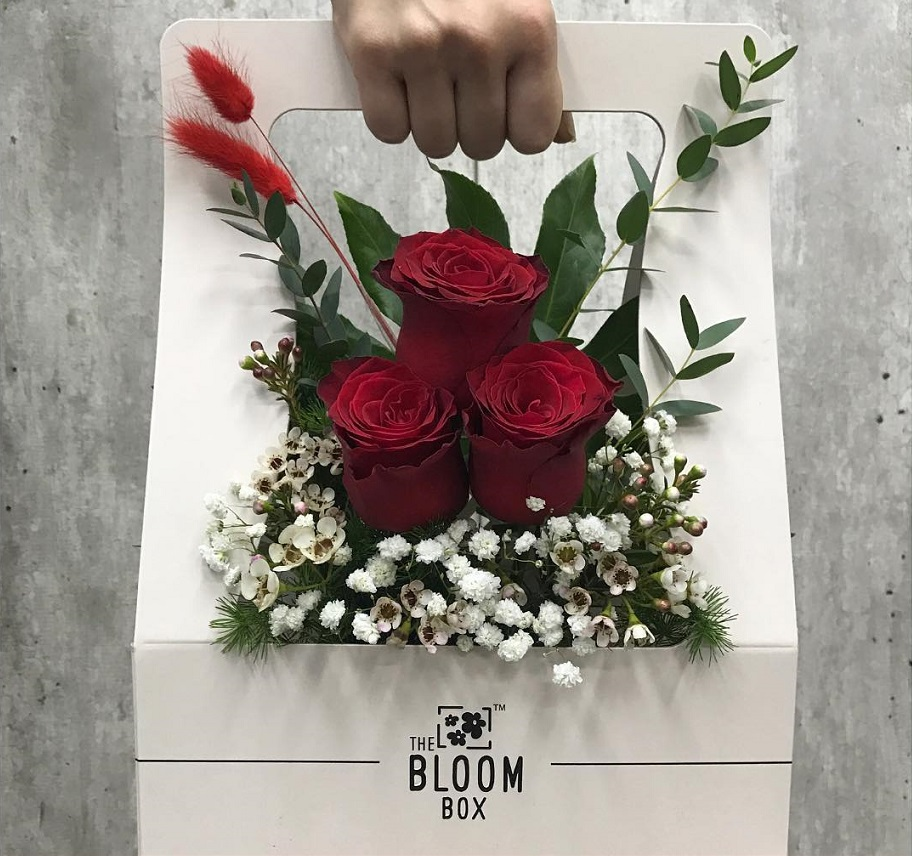 Valentine's Day bouquets under - Roses in a box