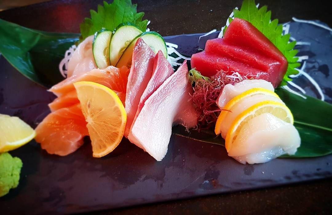 sashimi ikura japanese food