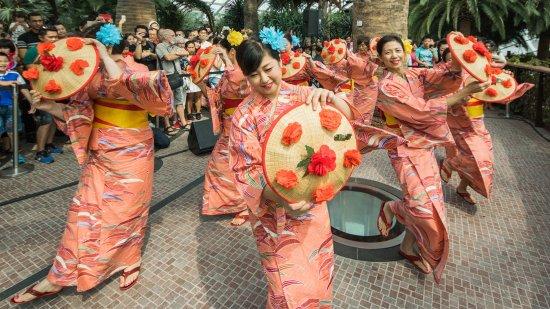 japanese folk dance gardens by the bay sakura matsuri things to do march