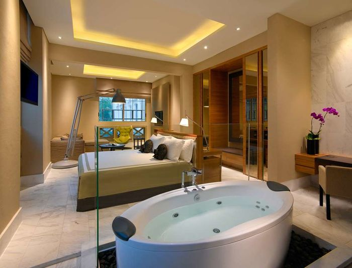hotel fort canning majapahit and governer's suite jacuzzi hot tub