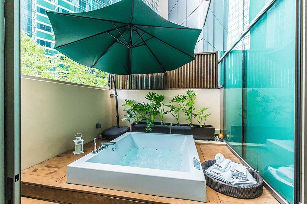 klapstar boutique hotel jacuzzi room oasis suite