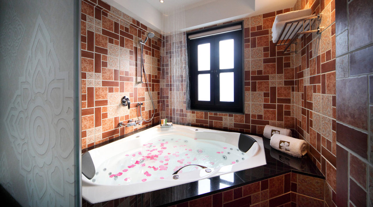 hotel clover 33 singapore romantic couple hotel staycation private jacuzzi bathtub garden lavish suite