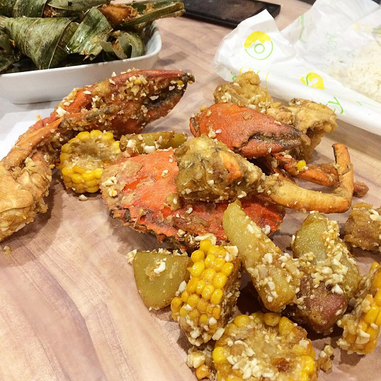 cheap seafood crab lobster batam seafood bucket kopi raya one dozen cafe kelong salted egg
