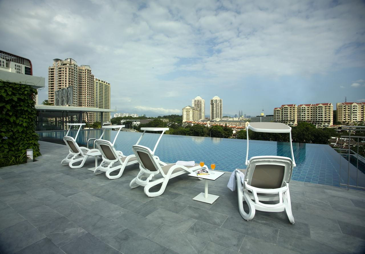 signature hotel and suites infinity pool