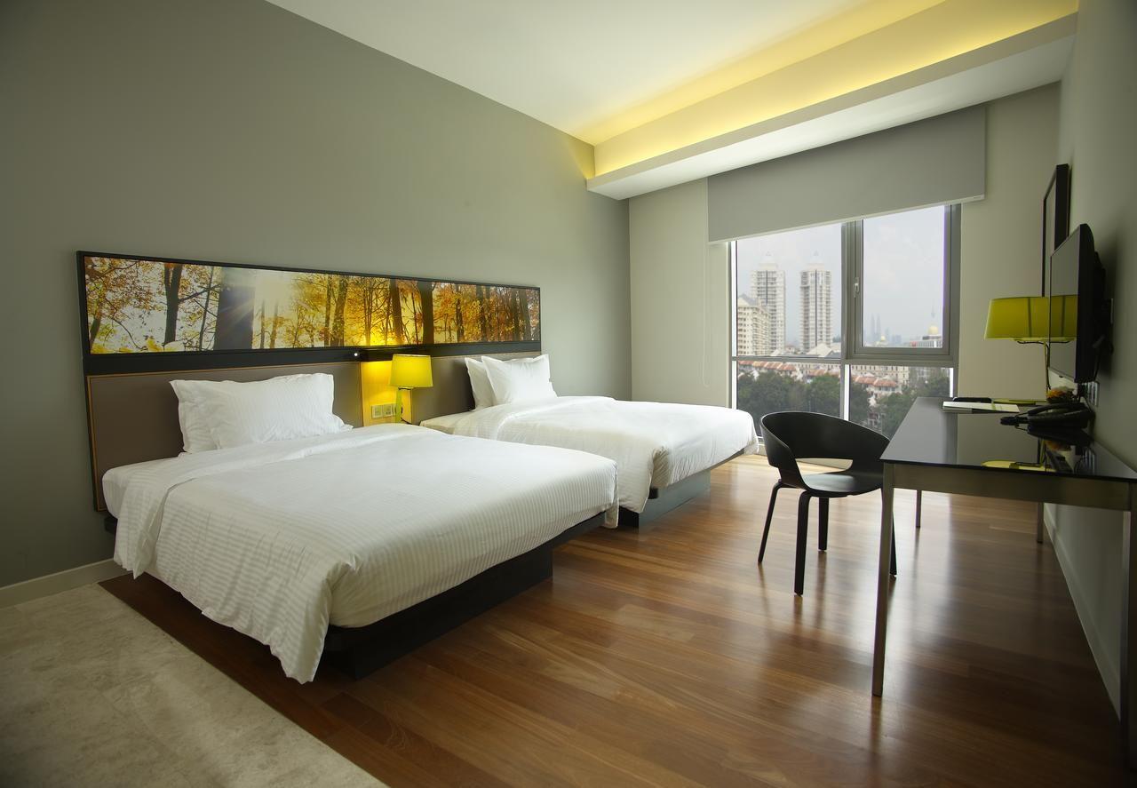signature hotel and suites rooms