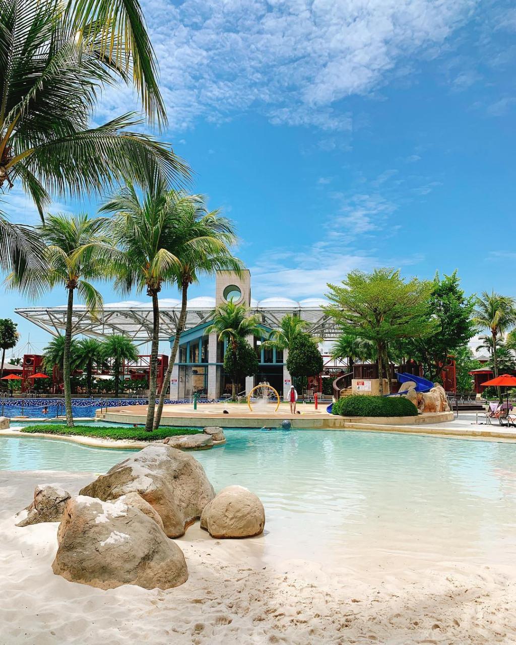 Hard Rock Hotel Singapore pool