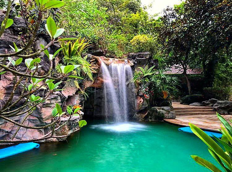 sofitel so spa waterfall swimming pool sentosa
