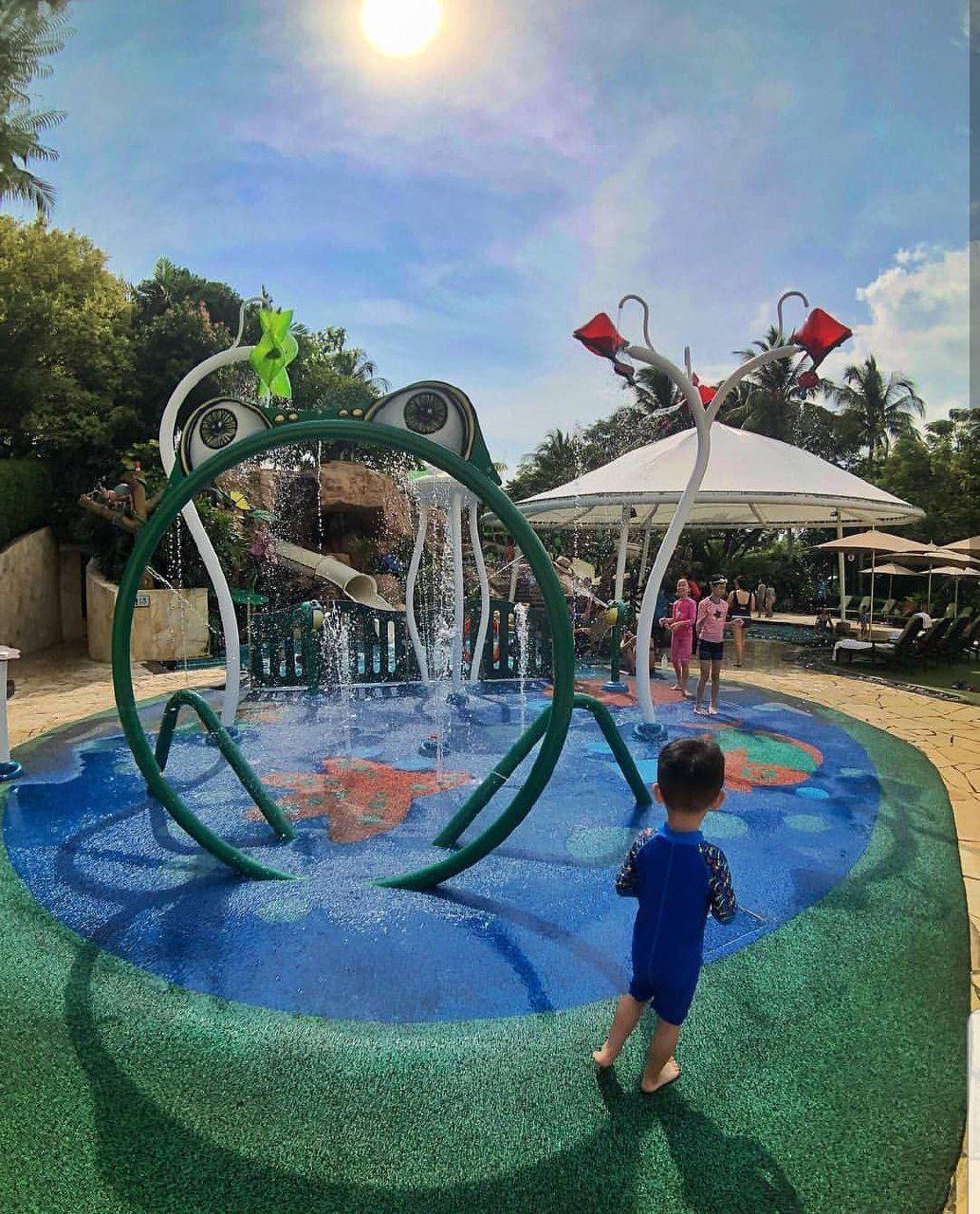 shangri la sentosa resort and space swimming pool kids splash pad