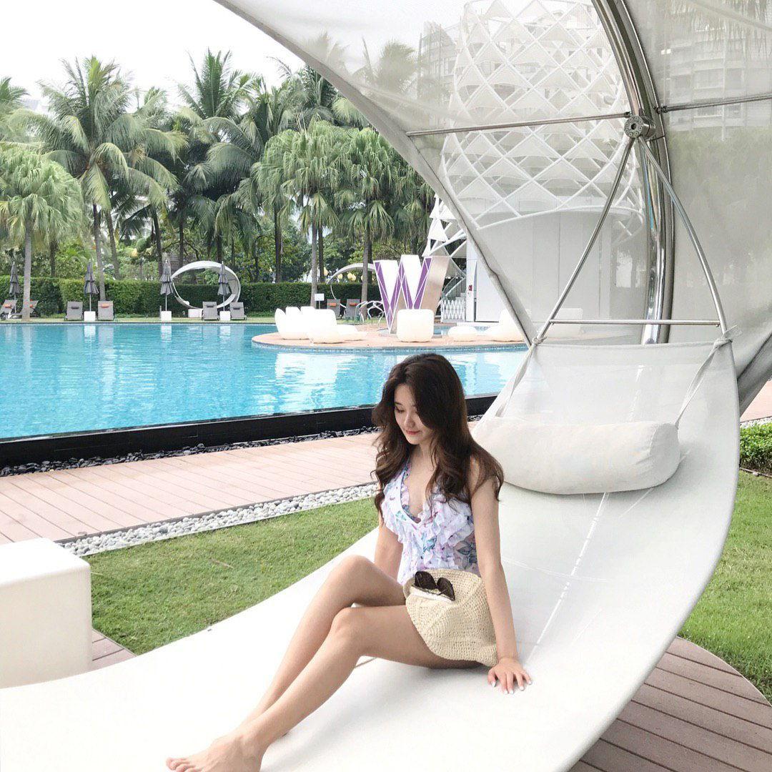 cabana w hotel singapore swimming pool