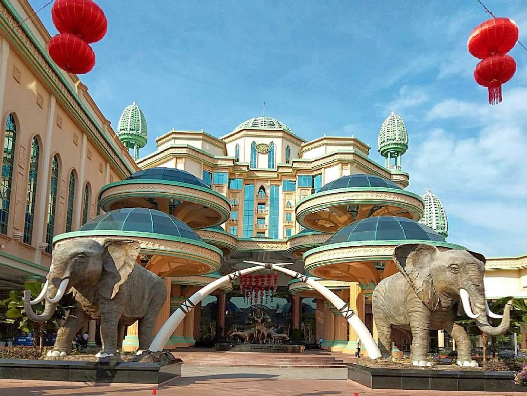 Elephant statues at Sunway Hotel Resort & Spa's entrance