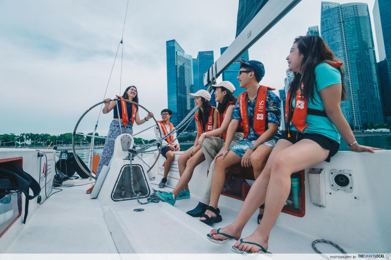 sailing around marina bay