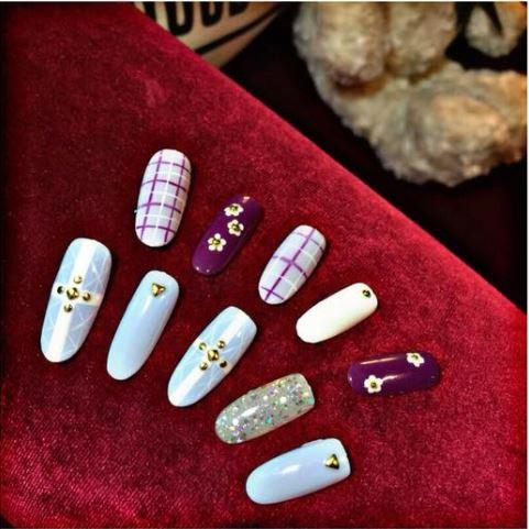 YOUNG nails' sample