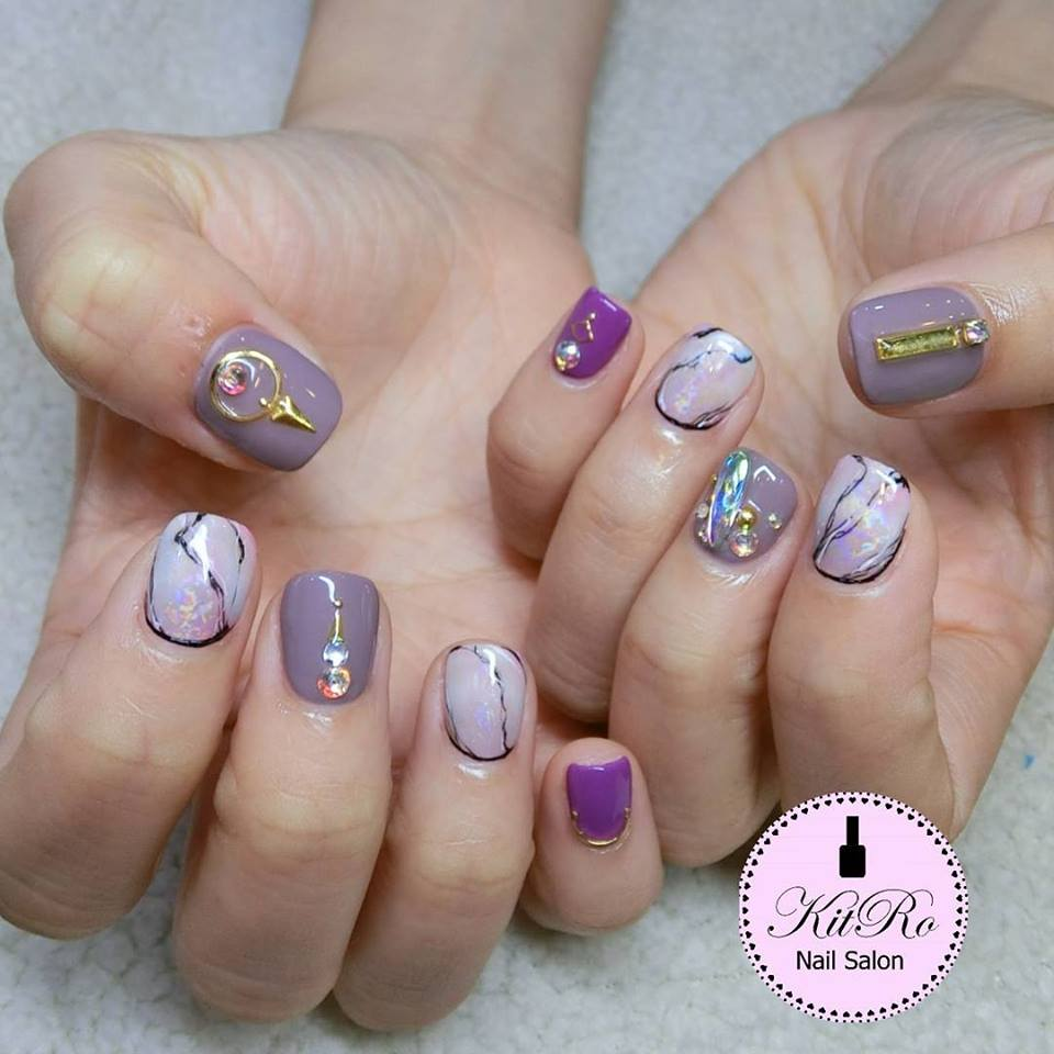 Kit-Ro purple nails with nail art