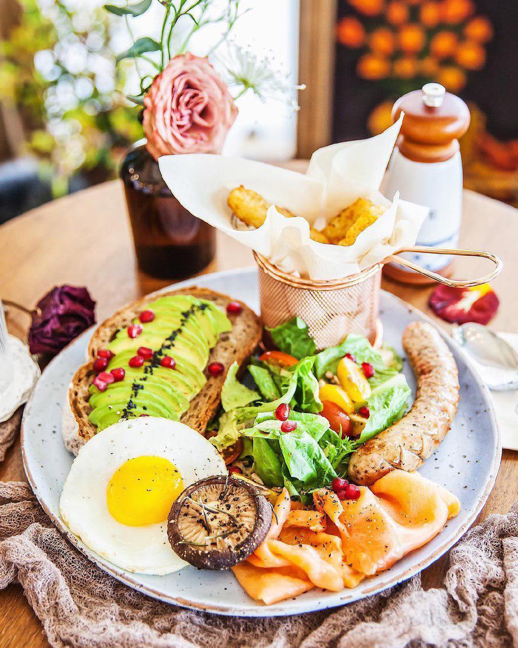 Cafe de Nicole's Flower food