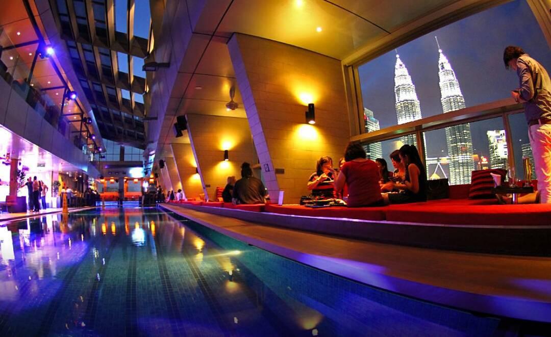 best rooftop bars in Kuala lumpur kl cheap drinks city views sky bar traders