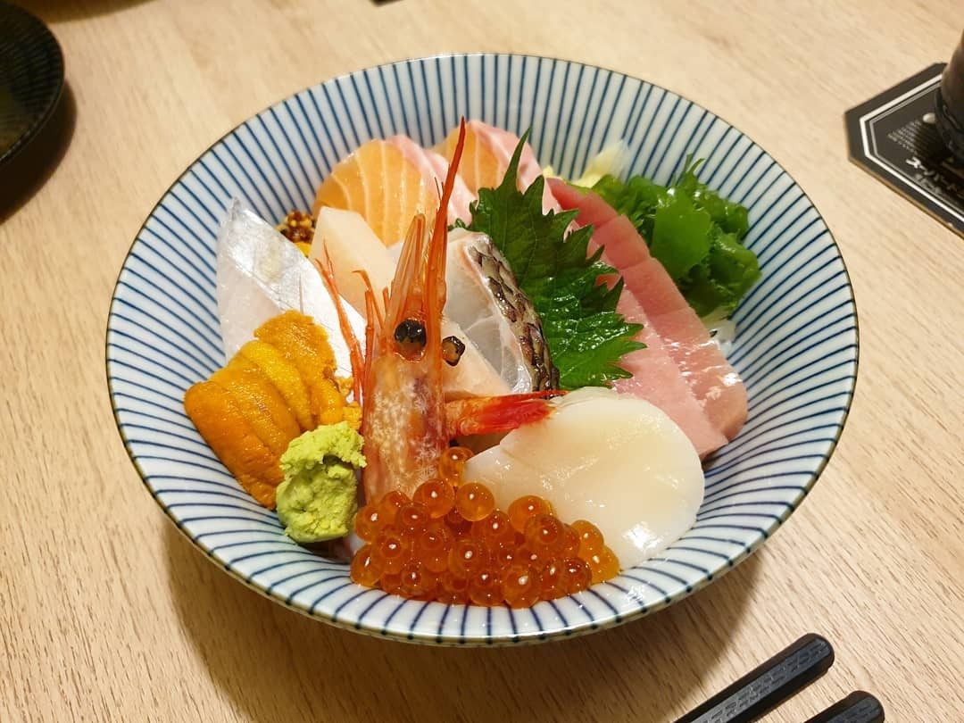 Igokochi Dining Bar - chirashi bowl