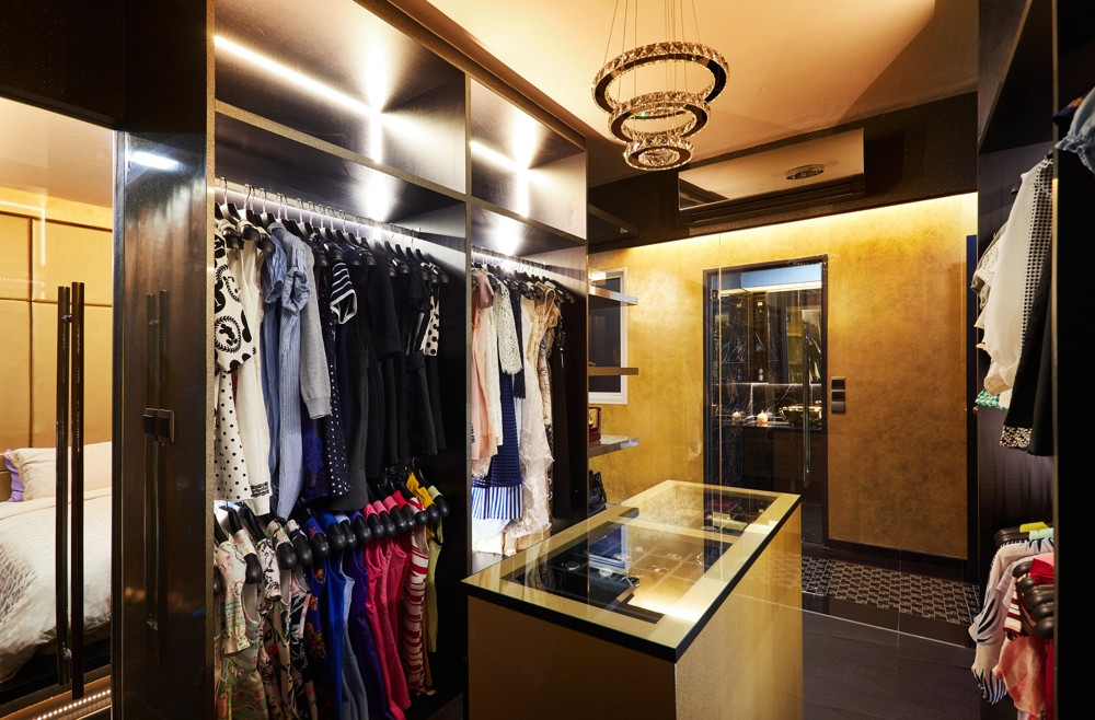HDB features - walk-in wardrobe