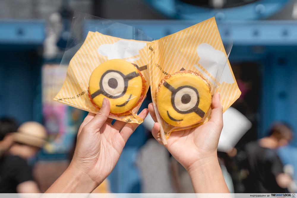 universal studios japan 2019 minion ice cream cookie