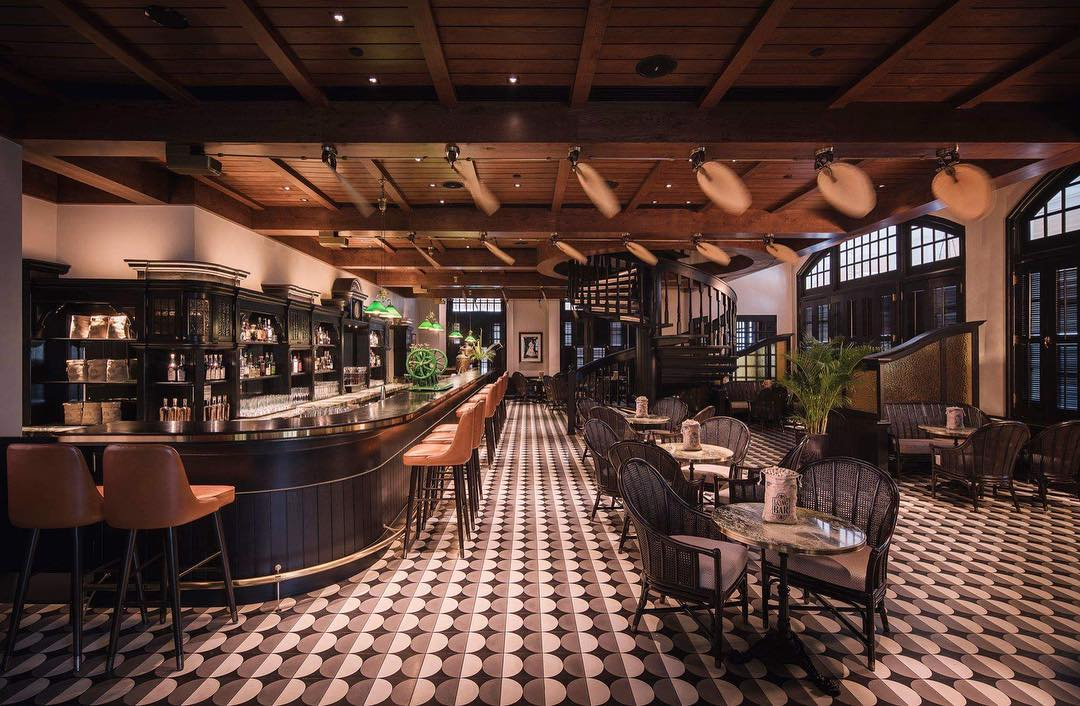 raffles hotel bar