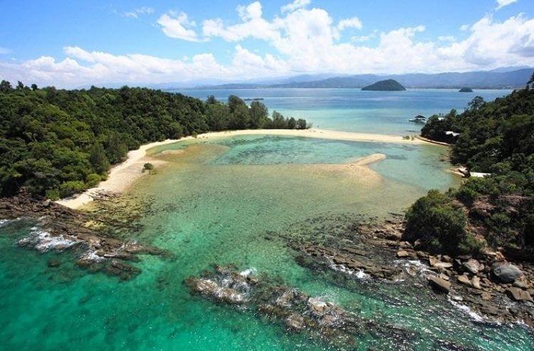 Dinawan Island natural saltwater infinity pool