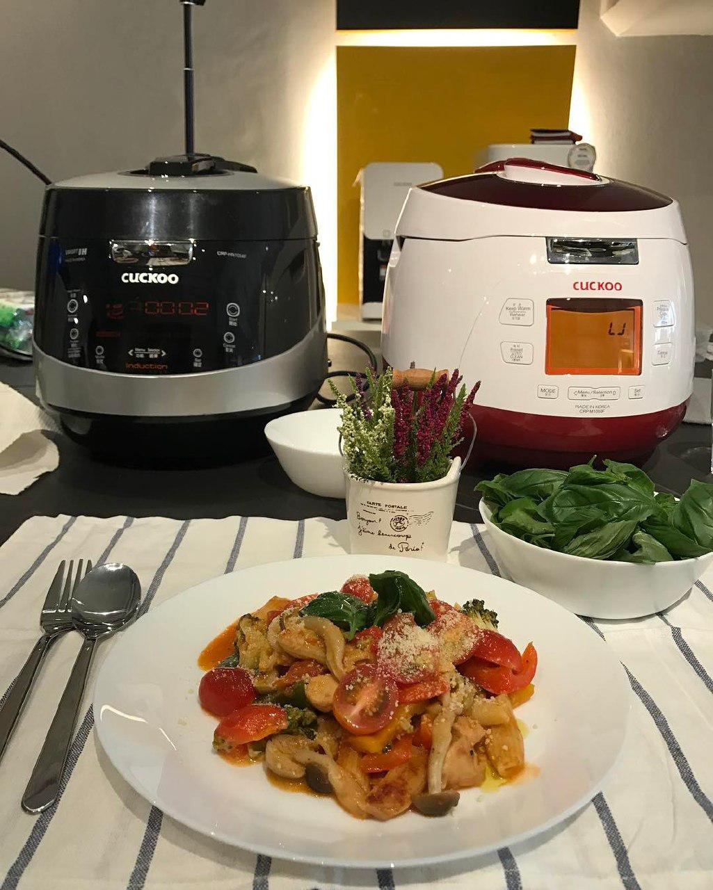 Black HN10 Pressure Multi-Cooker