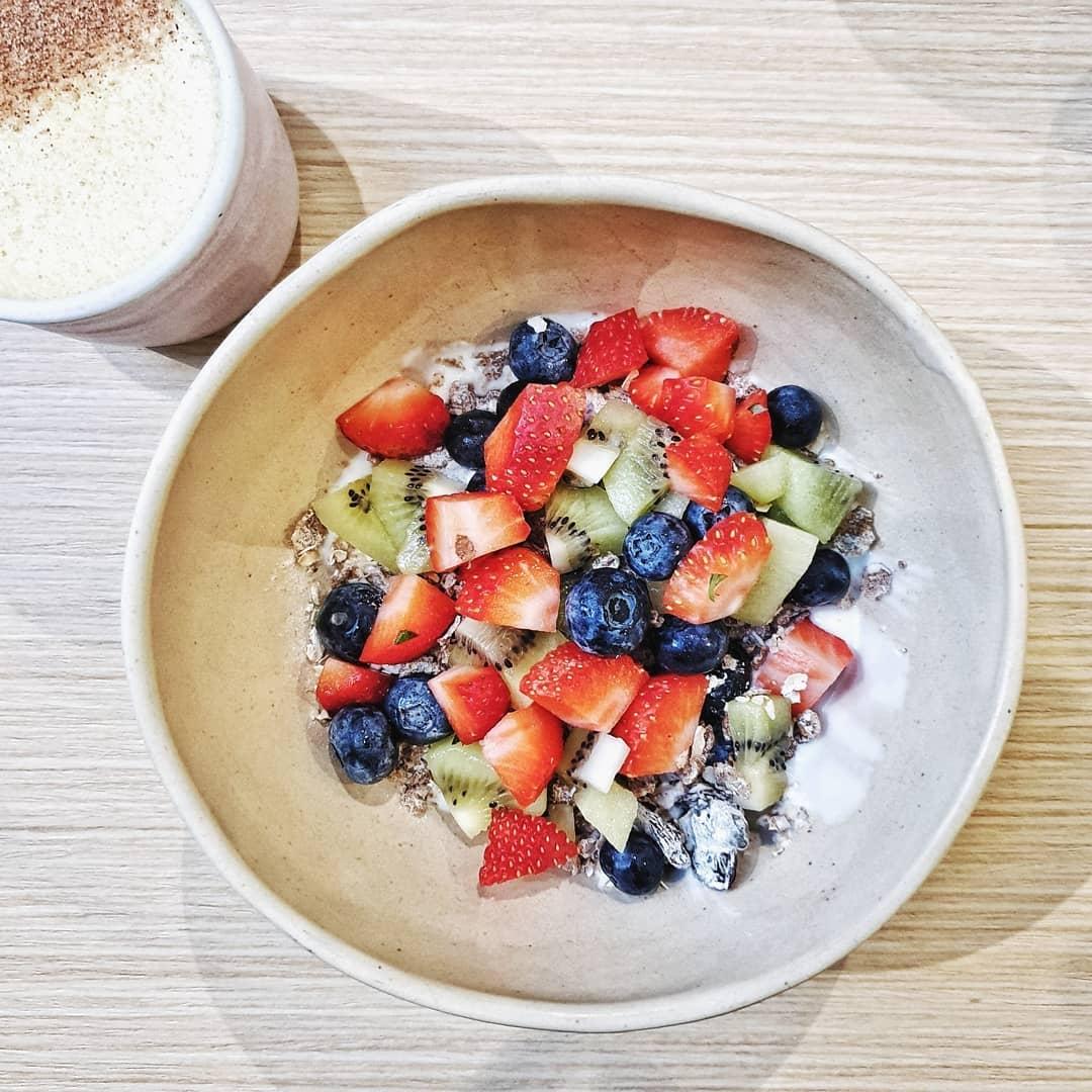the kins' - granola bowl