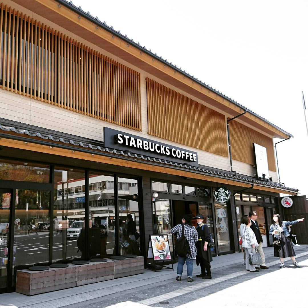 Pretty Starbucks outlets in Japan