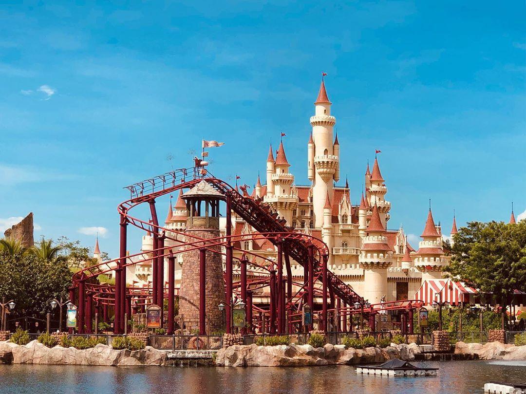 universal studios singapore shrek castle