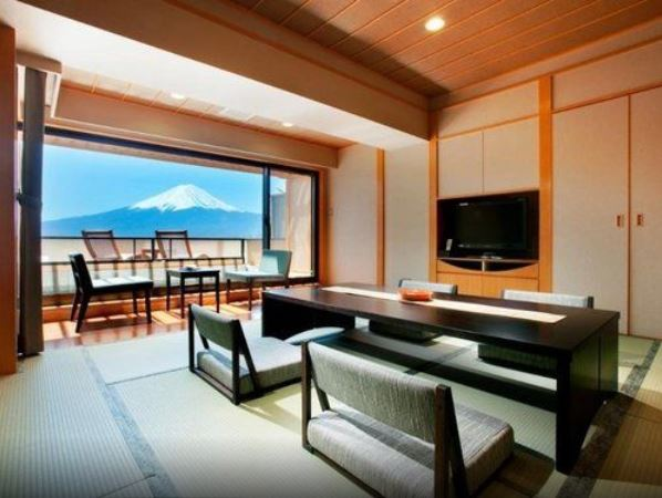 10 Hotels In Japan With Views Of Mount Fuji That Look Straight Out Of A Postcard shuhokaku room