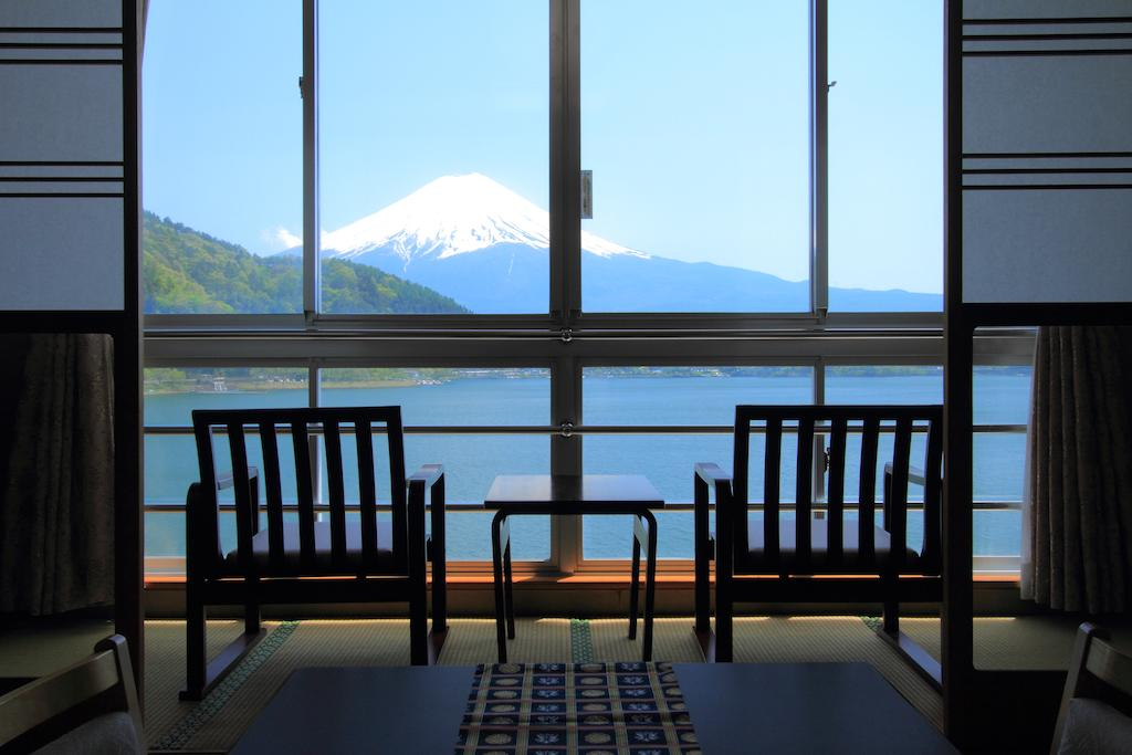 10 Hotels In Japan With Views Of Mount Fuji That Look Straight Out Of A Postcard new century seating area