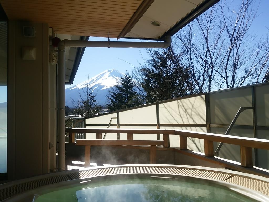 10 Hotels In Japan With Views Of Mount Fuji That Look Straight Out Of A Postcard outdoor hot spring