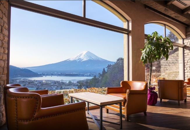 10 Hotels In Japan With Views Of Mount Fuji That Look Straight Out Of A Postcard la vista lobby
