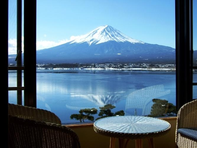 10 Hotels In Japan With Views Of Mount Fuji That Look Straight Out Of A Postcard shuhokaku room view