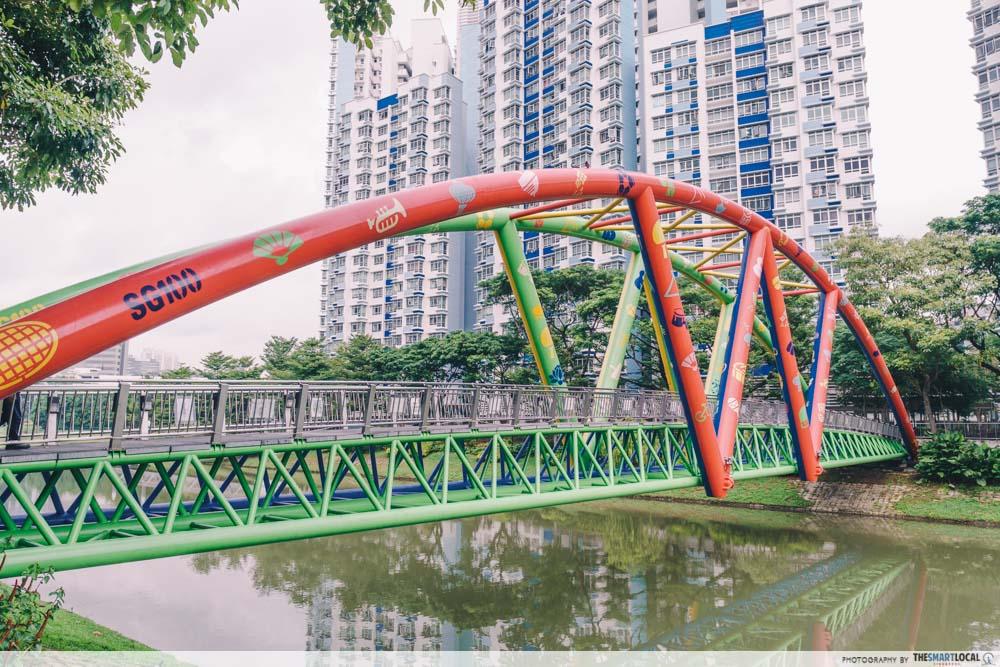 Kolam Ayer Waterfront is a bridge along Kallang River