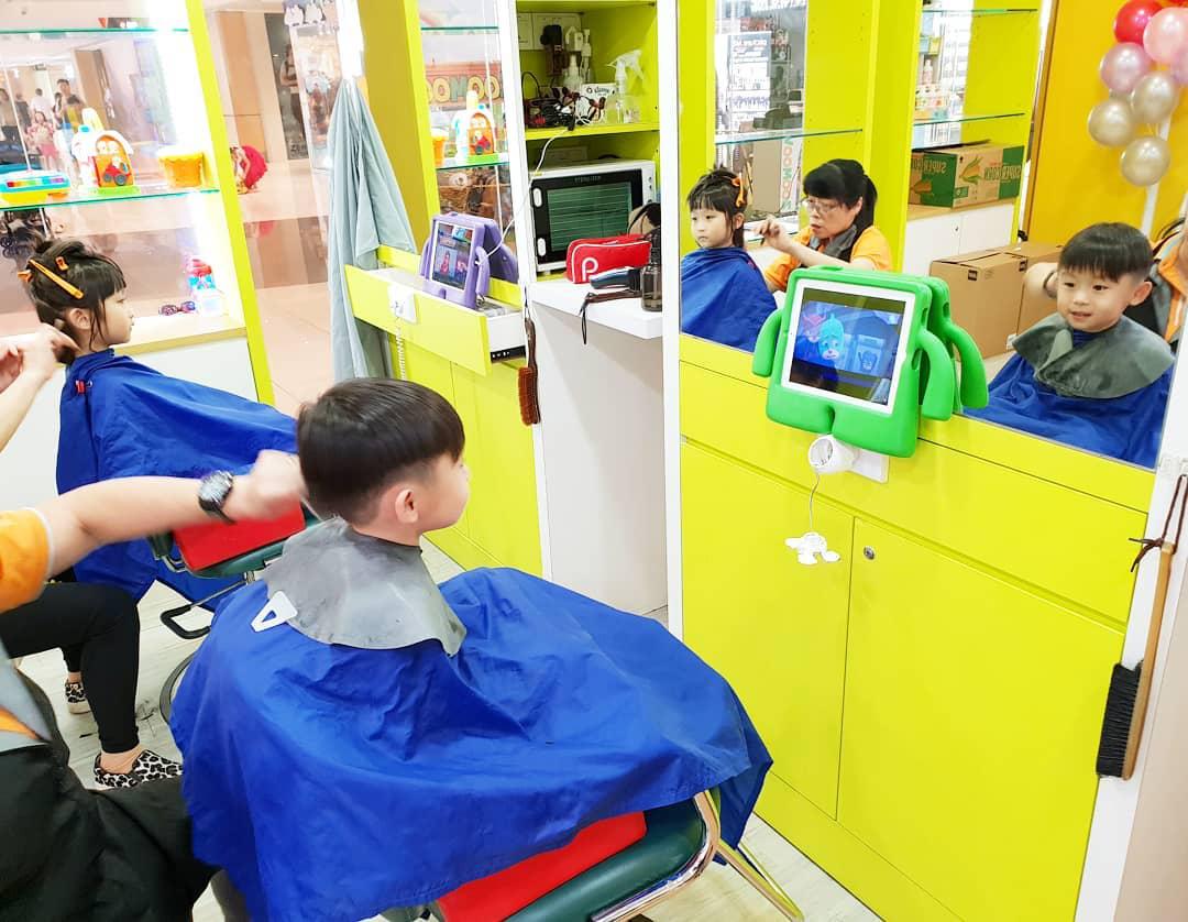 Scissors Paper Stone hairdressing station