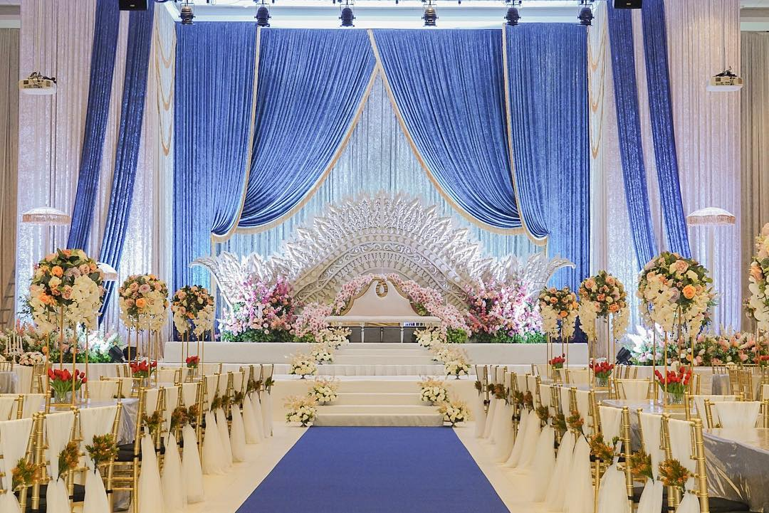 grand wedding dais at a function room