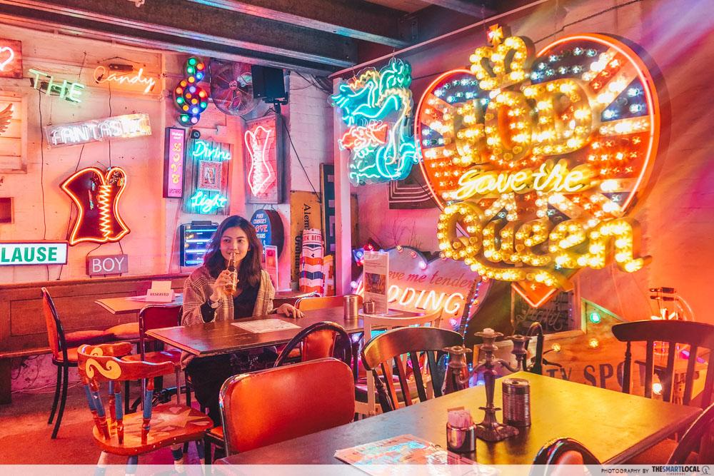 God's Own Junkyard - bar
