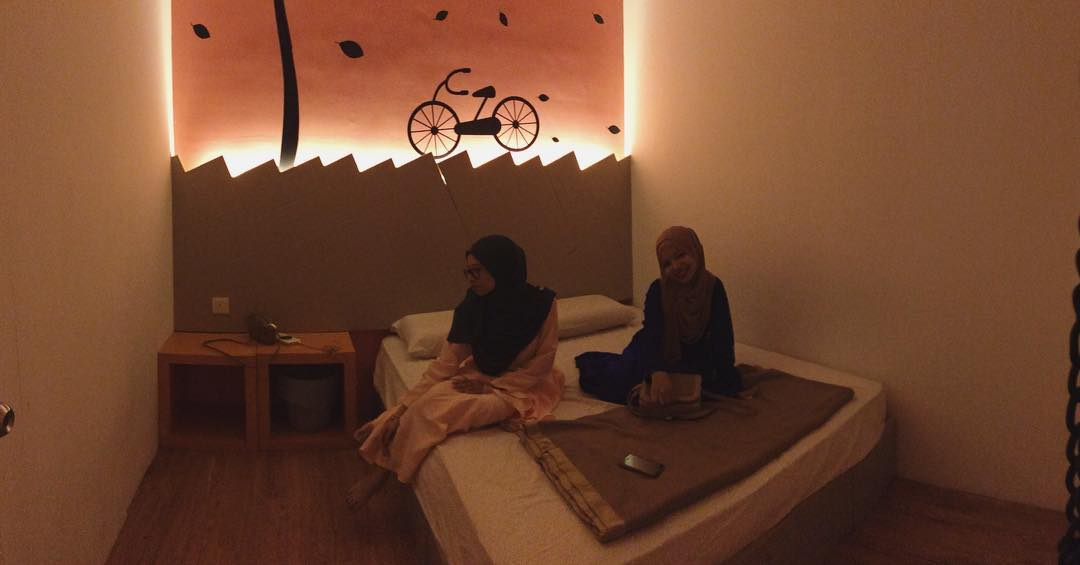 9 Cheap Hostels In JB From $7/Night For Budget Weekend Trips Across The Border warm blanket double room